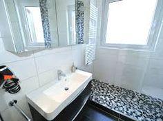 dusche vorm fenster bauen wohn design. Black Bedroom Furniture Sets. Home Design Ideas