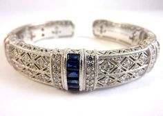 A bracelet inspired by Egiptian art.