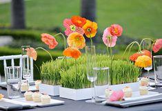 Детский стол на свадьбе, травка в горшках, кексики