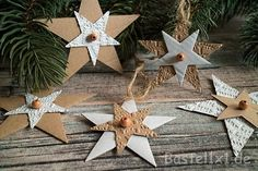 Christmas Craft Ideas - Star Pendant Cardboard Source by khnpittroff Holiday Centerpieces, Christmas Tablescapes, Christmas Table Decorations, Christmas Tag, Christmas Tree Ornaments, Holiday Crafts, Holiday Decor, Navidad Diy, Paper Ornaments