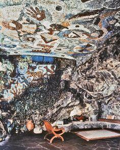 """""""El trabajo de O'Gorman y Fowler se entremezcla eficazmente, como lo hace lo vegetal con la roca y el mosaico construido, e incluso se introduce en el interior de la casa"""" Francisco González de Canales en Experimentos con la vida misma, Arquitecturas domésticas radicales entre 1937 y 1959"""