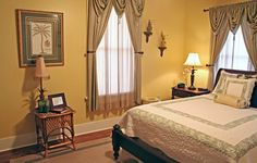 In the historic district of beautiful Savannah, you'll find the Green Palm Inn providing personal service and charm. Savannah Hotels, Savannah Chat, Savannah River Street, Savannah Bed And Breakfast, Savannah Historic District, Folk Victorian, British Colonial, Historic Homes, Southern Style