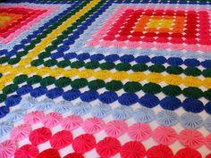 colha de fuxicos queen size colorida, confeccionada em tecido poliester e viscose nas cores: ouro, laranja, vermelho, pink, chiclete, azul bb, roial, esmeralda.