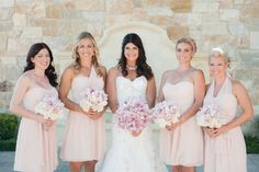MARIAGE-CHIC-WEDDING-MAGAZINE-BLOG-PHOTO-BRIDAL-INSPIRATION-IDEAS-BRIDE-BRIDESMAIDS-PINK-DRESSES-BOUQUETS-FLOWERS