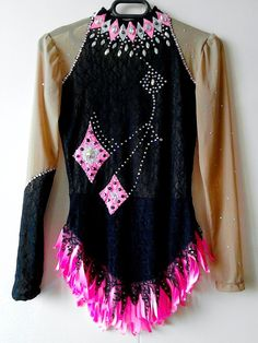Competition Rhythmic Gymnastics Leotard with Crystals. Black and Pink Girls XL 14 - chest 29- 31 in; waist 26- 28in; hip 31-33in. ; girth 52-55in. Women : XS.