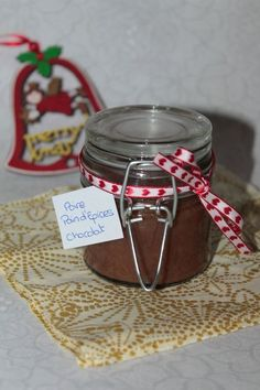 Christmas jam: pear, chocolate and spice bread by Christmas Jam, Christmas Gingerbread, Pear Jam, Spice Bread, Food Jar, Pie Dessert, Food Gifts, Nutella, Cake Decorating