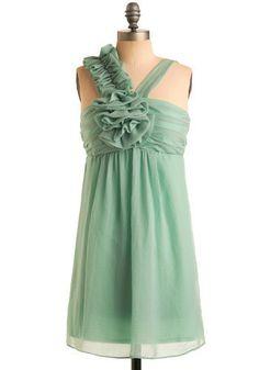 Cute mermaid color dress!                      fácil de copiar, con los materiales adecuados, y no sé si quitando algo o poniendo, pero lo mezclaría con rafia natural.