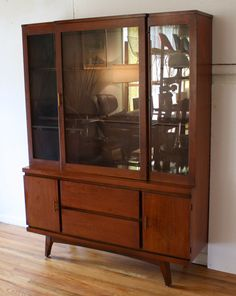Mid century modern china cabinet hutch with splayed legs and streamlined design. My sister has the matching buffet. Mid Century Modern Buffet, Mid Century Dining, Mid Century House, Mid Century Modern Design, Mid Century Modern Furniture, Dining Room Hutch, Dining Room Walls, Modern China Cabinet, Teak