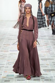 Christian Dior Fall 2020 Ready-to-Wear Fashion Show - Vogue Fashion Week Paris, Christian Dior, Couture Mode, Couture Fashion, Vogue Fashion, Runway Fashion, Moda Paris, Vogue Russia, Fashion Show Collection