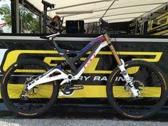 Downhill Bike Gee's World Champs GT Fury Gt Mountain Bikes, Trek Mountain Bike, Freeride Mtb, Gt Bikes, Montain Bike, Downhill Bike, Skateboard, Bike Frame, Bicycle Design