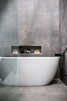 Minimal bathtub  Home Decor Inspiration home decor, home inspiration, furniture, lounges, decor, bedroom, decoration ideas, home furnishing, inspiring homes, decor inspiration. Minimalist decor. White walls. Marble kitchens.