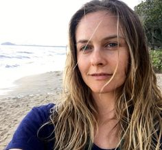 All-Natural Beauty Alicia Silverstone Goes Makeup Free - She has always been one of my favorites. The bad girl turned mom and total role model on living a balanced life. Alicia Silverstone, Top 10 Instagram, Latest Instagram, Drew Barrymore, Katie Holmes, Salma Hayek, No Makeup Selfies, Avon, Bare Face