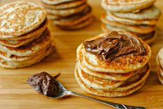 Make your own blinis with party-style toppings. Delicious, easy-to-make and freezable. For parties, celebrations, breakfast and snacks. Russian Dishes, Russian Recipes, Blinis Toppings, Catering Food, Pancakes And Waffles, Winter Food, Winter Meals, Unique Recipes, Breakfast And Brunch
