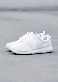 Nike Roshe Run White:: I really do understand how unpractical they are (being all white and all).. but it doesn't make me want them any less *sad face*
