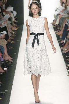 Oscar de la Renta Spring 2005 Ready-to-Wear Fashion Show - Nicole Trunfio