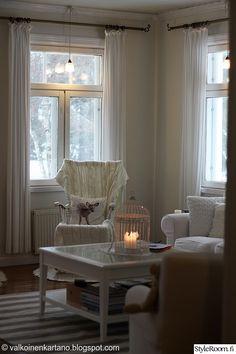 olohuone,valkoinen,joulu,sisustustyyny,olohuoneen sisustus Decor, Home, Curtains, Summer House, Shabby Chic Cottage, Cottage, Shabby Chic, White, Ceiling Lights