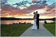 The Candlewood Inn in Brookfield CT is located on Candlewood Lake is is one of the most picturesque waterfront wedding venues in CT. Your wedding guests can sip cocktails on the terrace and then enjoy dinner in the dining room with spectacular lake views.