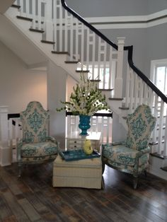 Idea for sitting area in foyer.