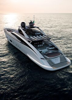 Palumbo Group has opened up about the larger of the two models in its new Super Sportivo range, the metre ISA Super Sportivo 141 Super Yachts, Big Yachts, Yacht Design, Boat Design, Yachting Club, Yatch Boat, Jet Privé, Ski Nautique, Sport Yacht