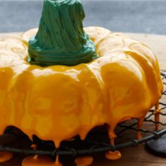 Spice Pumpkin Cake: This wonderfully moist Duncan Hines Spice Cake Mix has pumpkin, crunchy nuts and a creamy vanilla icing. Enjoy the warm and spicy aroma as you apply decorative touches to your Spice Pumpkin Cake.