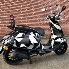Motorcycle Rallies, Scooter Motorcycle, Motorcycle Design, Motorcycle Clubs, Lambretta Scooter, Vespa Scooters, Scooter Images, New Vespa, Vespa Sprint