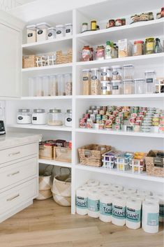 Kitchen Organization Pantry, Home Organisation, Pantry Ideas, Organizing Ideas, Organized Pantry, Pantry Diy, Pantry Shelving, Pantry Storage, Home Design