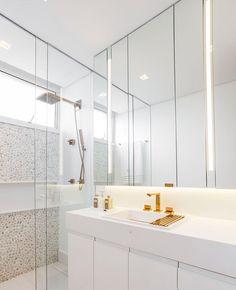 Já quero meu box até o teto... Gente, que banheiro lindo! E essa iluminação no espelho?! Isso deve de ser um espetáculo pra se maquiar! Ph: suite_arquitetos #Apto143 #apartamento #diariodereforma #reforma #reformando #instahouse #decorar #instadecor #construção #interiores #inspiracao #decorando #dicasdedecor #blogdedecoracao #blogueiradecoracao #detalhes #details #decor #homestyle #homedesign #decoration #interiordesign #decoracao #home #homedecor #homesweethome #designdeinteriores #d...