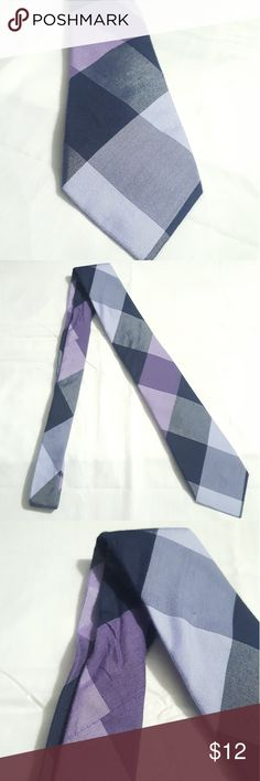 Alfani purple and grays tie cotton and silk blend Alfani men's tie. It's a bluish purple color with lilac. 72% cotton 28% silk. Smells like cologne. It has creases where it was folded. No pilling no pulling. Alfani Accessories Ties