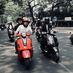 squad goals boy and girl indonesia Scooters Vespa, Piaggio Vespa, Vespa Lambretta, Vespa Girl, Scooter Girl, Vespa Vector, Vespa Miller, Vespa Accessories, Vespa Tuning