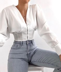 Women's Trendy Shirts has never been so Perfect! Since the beginning of the year many girls were looking for our Perfect guide and it is finally got released. Now It Is Time To Take Action! Mode Outfits, Fashion Outfits, Fashion Trends, Fashion Clothes, Fashion Ideas, Fashion Tips, Classy Outfits, Stylish Outfits, Mode Ootd