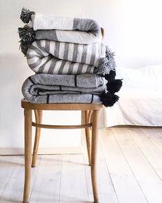 blankets pompoms