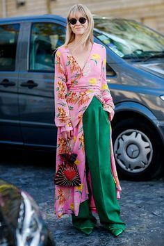 ハッピームード溢れるストスナ界の新クイーン☆ジャネット・フリス・マドセン(Jeanette Friis Madsen) 『Costume Magazine』ファション・エディター   ここ最近、コレクション期間にスナップの常連として台頭しているのがコペンハーゲン在住のエディター、ジャネット。普段はロング&リーンが定番で、スカンディナビアらしい着心地の良さを重視したアイテム選びがポイントだ。けれど決してミニマルには行かず、プレイフルなカラーミックスやどこかにフェミニンな要素を取り入れるのが信条のよう。