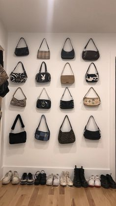 Neueste Fotos Future Fashion Schuhe Beliebt Investition in tragbare Technologie . Look Fashion, Fashion Bags, Fashion Accessories, Fashion Outfits, Womens Fashion, Fashion Shoes, My Bags, Purses And Bags, Looks Style
