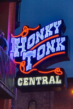 Nashville Honky Tonk Central by Mike Burgquist Nashville Vacation, Nashville Tennessee, Nashville Bars, Country Bar, Country Music, Neon Licht, Vintage Neon Signs, Honky Tonk, Old Signs