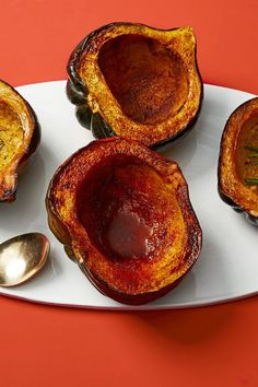 This festively spiced twist on classic roasted acorn squash is easy, fun, and flavorful.#thanksgiving #thankgivingrecipes #thanksgivingsidedishes