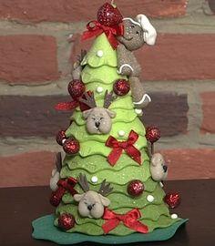 Árvore de natal em biscuit FEITA POR Daniella Rosa de Freitas      https://youtu.be/uSZWhOsnYbo