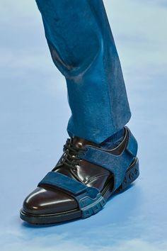 Louis Vuitton Fall 2020 Menswear Fashion Show – louis vuitton shoe mens Louis Vuitton Sneakers, T-shirt Louis Vuitton, Baskets Louis Vuitton, Louis Vuitton France, Virgil Abloh Louis Vuitton, Dandy, Lv Slippers, King Shoes, Toms Shoes Outlet