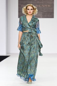 Atelier tailor-made DressTheatre Couture by Dora Blank: - sewing of clothes and shoes, - evening dresses, - individual collections - style selection Evening Dresses, Wrap Dress, Clothes, Collection, Style, Fashion, Evening Gowns Dresses, Outfits, Swag