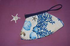 Pochette con conchiglie e coralli ( sea shell coral ) Beauty Case, Sea Shells, Drawstring Backpack, Backpacks, Fashion, Moda, Fashion Styles, Seashells, Backpack