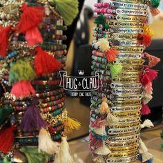 ¡La única manera de multiplicar la felicidad es compartirla!  ¿Adicta a las pulseras? Una explosión de color y bonitos sentimientos inunda nuestras vidas a través de este complemento tan usual y diferente a la vez. ¿Con cuál te quedarías? Acércate a nuestras tiendas, tenemos una gran variedad para ti.  ¡Pasad un Feliz Sábado!  Equipo #hugandclau  #CCH20 #CCTresAguas #CCIslaAzul #CCGranVia2
