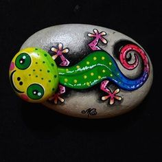 Rainbows painted on rock Dot Art Painting, Pebble Painting, Pebble Art, Stone Painting, Stone Crafts, Rock Crafts, Arts And Crafts, Mandala Painted Rocks, Painted Rocks Craft