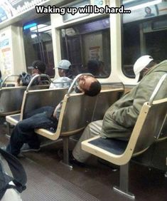 These people really lost the battle against sleep. From toilets, shopping carts to snoozing over your own fluffy chest these hilarious photos will make you. Funny Images, Funny Photos, Comedy Memes, Memes Humor, Jokes For Kids, Bedroom Accessories, Comedy Central, Awesome Bedrooms, Public Transport