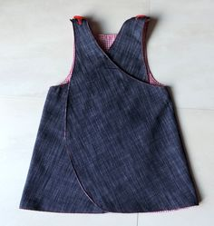 reversible apron jeans dress. Size: 1,5 to 2,5 years.