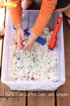 A magnet sensory bin for kids allows kids to explore science in a simple, hands-on way. Grab a few supplies and get ready for some fun and learning! Sensory Activities For Preschoolers, Kids Wedding Activities, Thanksgiving Activities For Kids, Creative Activities For Kids, Science Activities For Kids, Toddler Learning Activities, Kindergarten Science, Creative Kids, Sensory Bins