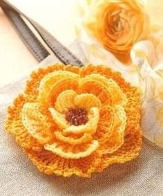 some very cute crocheted flowers pattern... #afs collection
