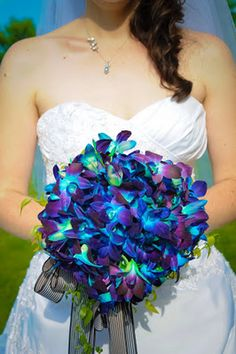 Bride's Bouquet, awesome looking blues that I can use in my bridesmaids bouquets
