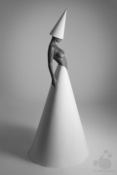 strangelycompelling:    © Geometria. Model: Olga Z. (Armene)