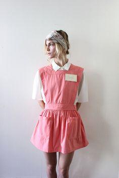 Vintage 50s Pink Apron Dress // Diner Waitress Halloween Costume. $30.00, via Etsy. #halloween #costume #costumeideas #waitress #diner #cute #vintage #shops #shopping #vintagecostume #vintagehalloween