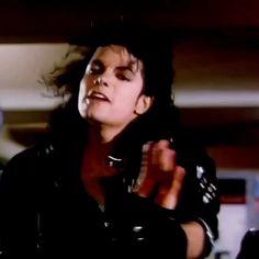 Michael Jackson Bad Tour, Michael Jackson Photoshoot, Michael Jackson Dangerous, Photos Of Michael Jackson, Jackson 5, Michael Song, Mj Bad, Queen Aesthetic, Apple Head