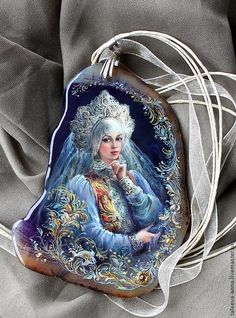 Pendant from the series 'Russian Beauty'. Lacquer miniature painting on a cut of agate. Artist Anna Taleyeva